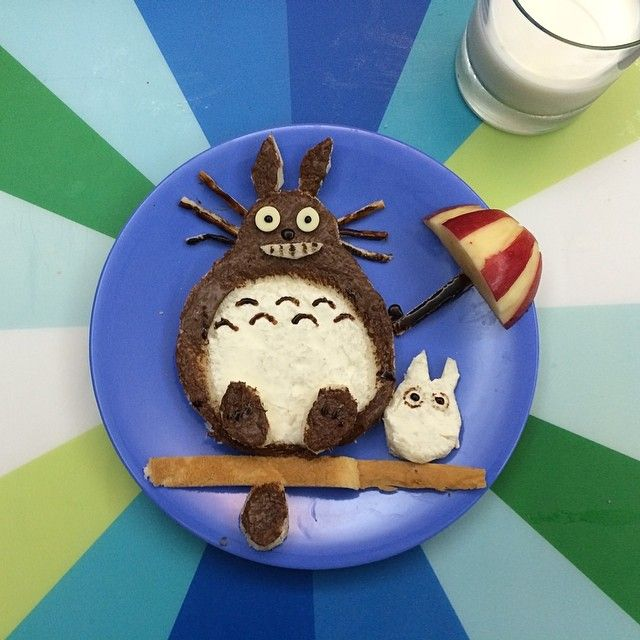 Totoro kids food / breakfast with nuttela, cream cheese and apple