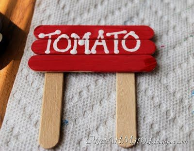 Boyo these little garden labels are jus ADORABLE! I love the cute roadside-farmers-market-sign look!