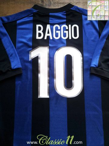 Relive Roberto Baggio's 1999/2000 season with this vintage Nike Internazionale home football shirt.