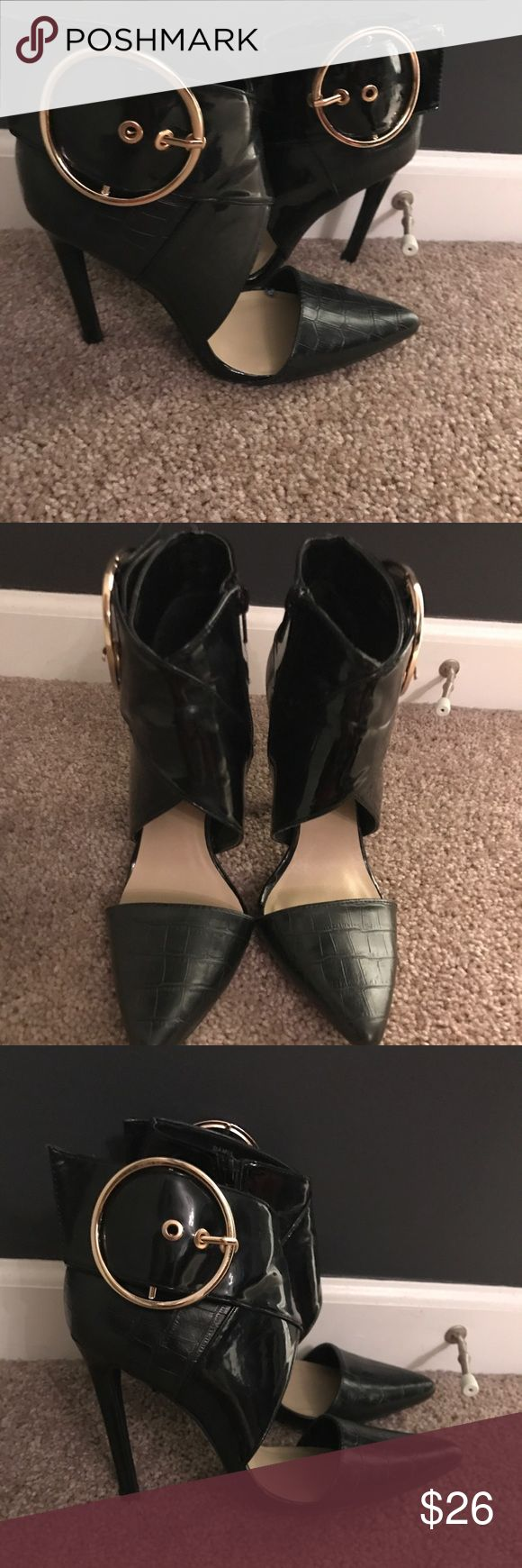 Black shoe dazzle heels W/darling gold buckle 6.5 Gorgeous black heels in great condition , these are from shoe dazzle and only have been worn once . They show no signs of wear on the outside of shoe. They have a great design and are very sexy. Can be dressed up or down. Size 6.5 Shoe Dazzle Shoes Heels
