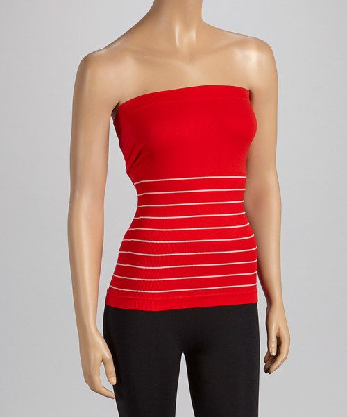 This strapless top not only provides unbeatable comfort, but a sleek foundation to build a look upon, too. The seamless feature and stretch-blend fabric offer a no-fuss fit for a flattering finish.