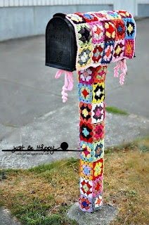 Just be happy!: Mailbox Yarn Bombing