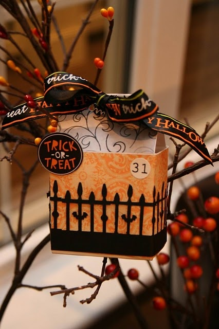"""I want to be the """"cool house"""" with these #Halloween treat boxes: Halloween Idea, Tutorials, Halloween Crafts, Halloween Boxes, Boxes Bags, Box Tutorial Love, Halloween Treats, Treat Boxes Invites, Halloween Treat Boxes"""