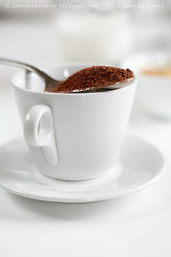 preparato per cioccolata caldaPREPARATO PER CIOCCOLATA IN TAZZA  Ingredienti per 12 tazze: 180 gr di cioccolato fondente dal 55% al 65% 12 cucchiai di cacao amaro in polvere 4 cucchiai di zucchero di canna 8 cucchiai di zucchero semolato 12 cucchiaini rasi di fecola di patate   Read more: http://aniceecannella.blogspot.com/2009/01/una-calda-cioccolata-in-tazza.html#ixzz3ScFdxhlB