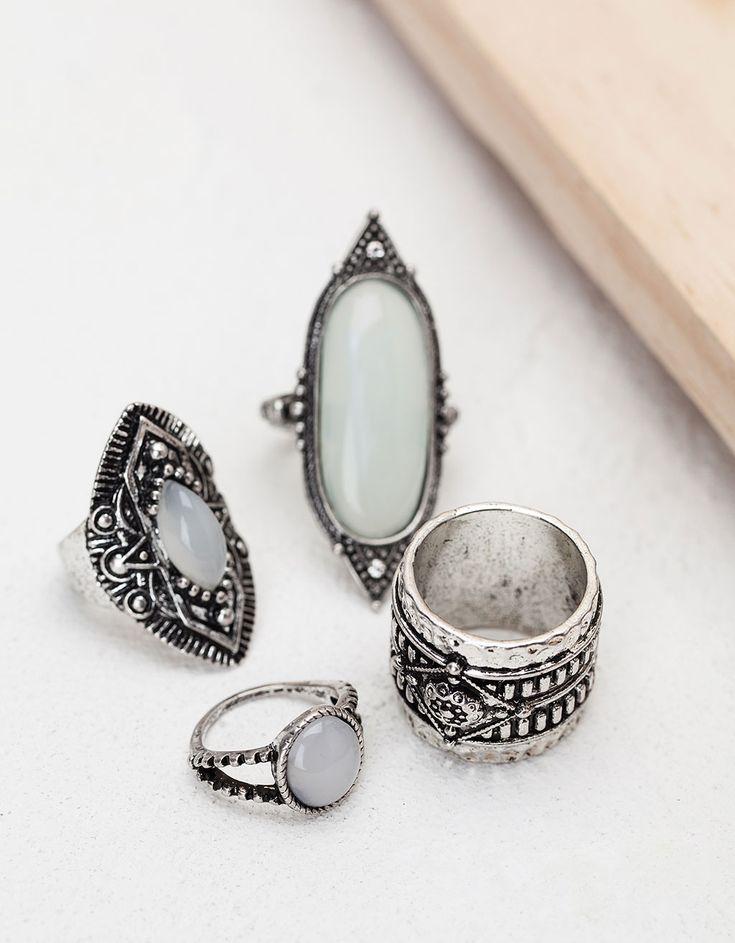 Anéis pedra opala branca. Descubra esta e muitas outras roupas na Bershka com novos artigos cada semana