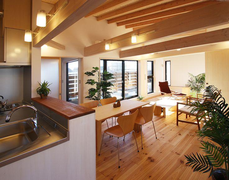 ウッドデッキのある二世帯の家 2階リビングダイニングキッチン