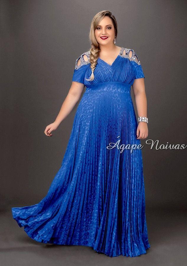Plus size azul com detalhe vazado e bordado no ombro! Lindo!