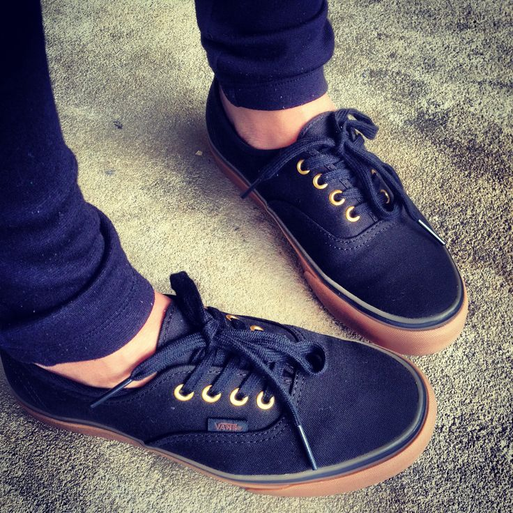 vans authentic black gum