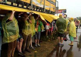 5-Jul-2015 19:40 - REGEN HOUDT TOURFANS WEG VAN NEELTJE JANS. De tweede etappe van de Tour de France in Zeeland heeft langs de route minder bezoekers getrokken dan vooraf verwacht. Dat had grotendeels te maken met het noodweer dat losbrak in die provincie.
