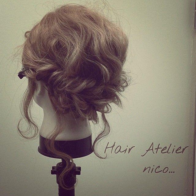 波巻き、ツイストくるりんぱ ロープ編み込み ミディアム 初級編  やり方も載せているので見てください!  #nico...#hair#hairset#hairarrange#ヘアセット#ヘアアレンジ#結婚式ヘア#撮影#ヘアメイク#オシャレ#編み込み#マニキュア#グラデーション#グラデーションカラー#モデル#ヘアスタイル#ヘアカラー#波巻き#くるりんぱ#ファッション#髪型#アレンジ#instagood#cute#編み込みやり方#アレンジやり方#アレンジ解説#ヘアアレンジ解説