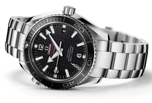 """Omega lanza una edición limitada con motivo de la nueva entrega de James Bond. El nuevo reloj lleva grabado el logotipo 007 a las siete horas y el nombre de """"Skyfall 007"""" en el rotor. Se fabricarán 5.007 ejemplares y tendrán un precio de 4.840 €."""