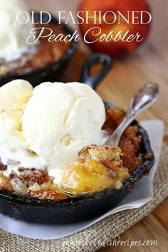 Old Fashioned Peach Cobbler is a classic dessert that's easy to make and so delicious! Vanilla ice cream is a must! #recipe