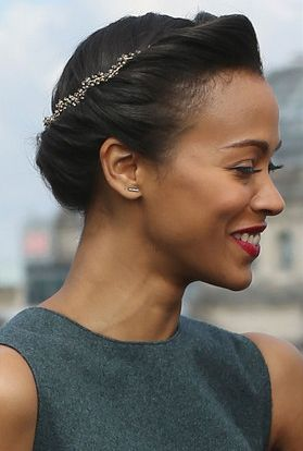 esse penteado bem que poderia ser numa noiva.