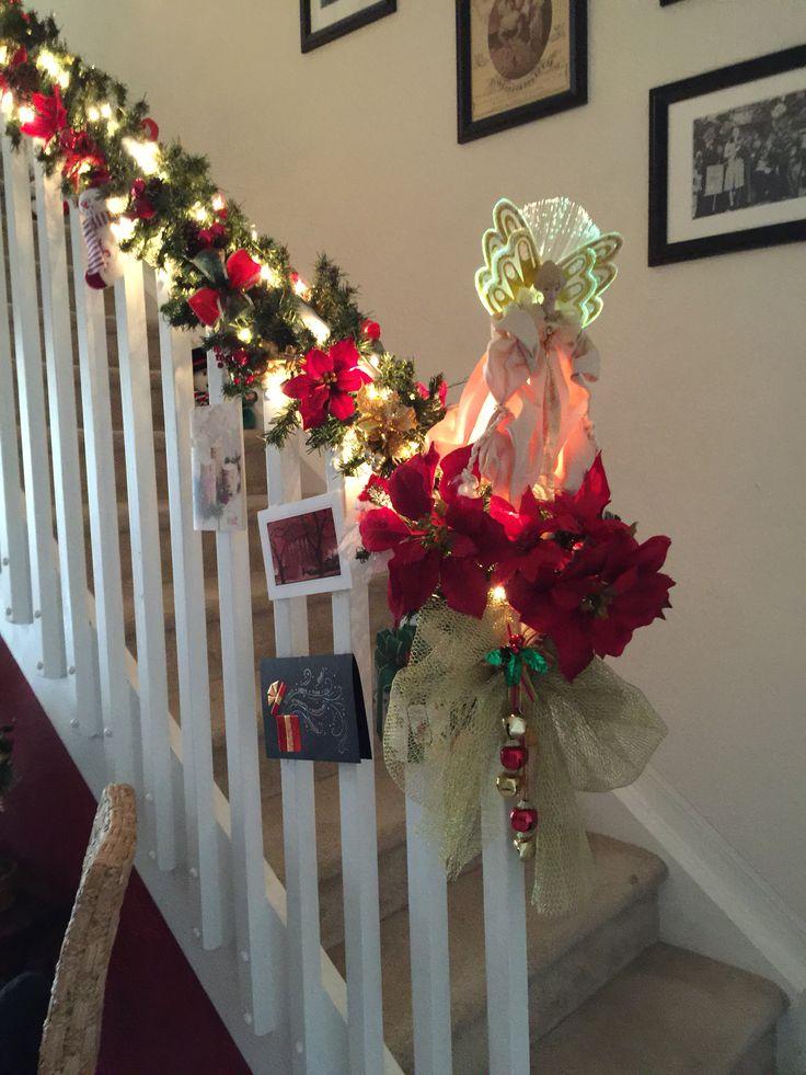 Ideas para vestir las escaleras de navidad decorando con for Decoracion christmas navidenos