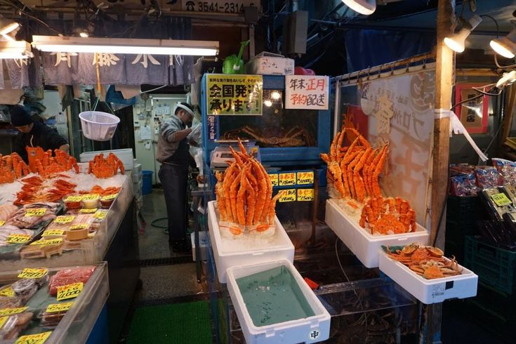 Tsukiji Market Shellfish - Are you crazy about seafood? Well Tsukiji Fish Market is Tokyo's Seafood Nirvana and the best place to experience fresh sushi, fried octopus and amazing squid.
