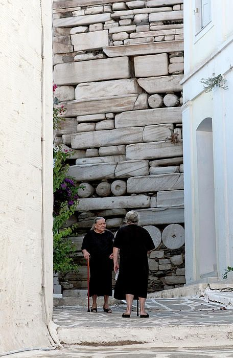 GREECE CHANNEL | Widows at the Wall, #Paros Island, #Greece http://www.greece-channel.com/