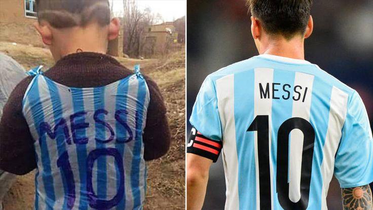 De foto van een jongetje in Irak gehuld in een vuilniszak met achterop de naam Messi brengt social media wereldwijd in beroering. Wie is hij? Waar is hij?