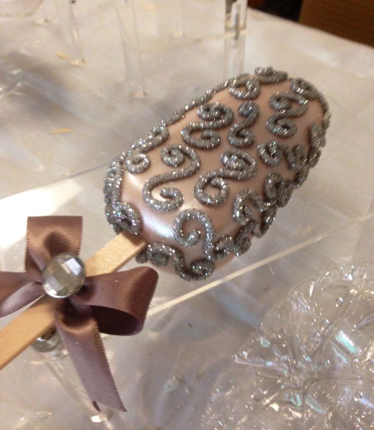 Elegante paleta de pan y cubierta de chocolate! Pedidos a 5541753007 !