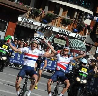 Simon Yates (Great Britain) crosses the finish line for stage 5 of the Tour de l'Avenir ahead of twin brother Adam