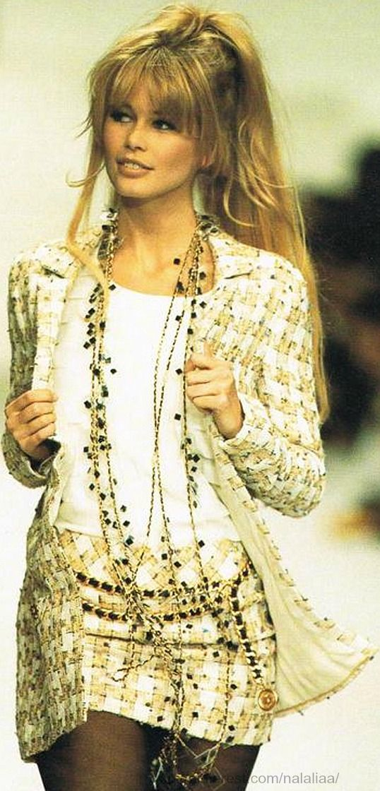 i love long necklaces Claudia Schiffer, Chanel Spring 1994 Haute Couture