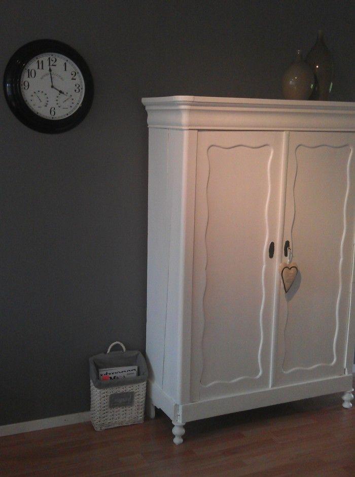 De oude kast van oma. De Riverdale klok en de VTWonen vazen.