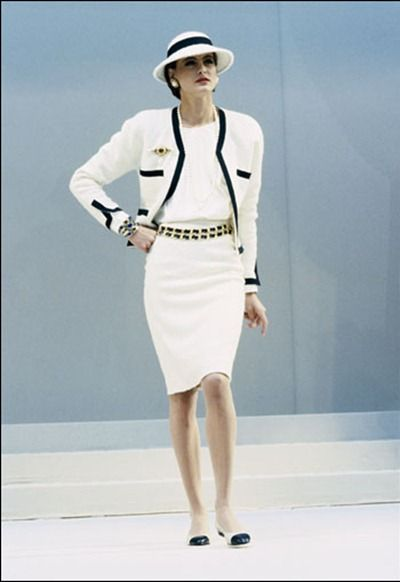 Ines de la Fressange in Channel. Adore this timeless style.