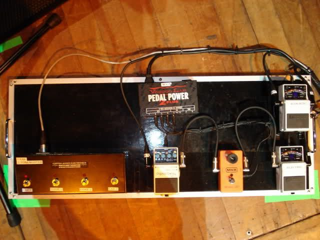 Dave Grohl pedalboard during 2011 tour :    footswitch for amp, Boss DD-3 Digital Delay, MXR Phase 90, 2 TU-2 Chromatic Tuner (1 for acoustic guitar and 1 for electric guitar).   Power supply : Voodoo Lab Pedal Power 2 Plus
