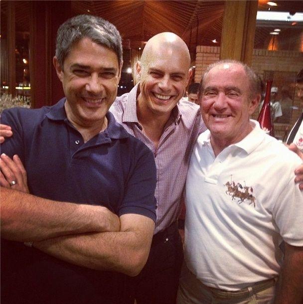 7.out.2013 - Careca, Luigi Baricelli posa com William Bonner e Renato Aragão em restaurante no Rio