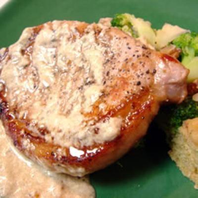 Pork Chops with Blue Cheese GravyDinner, Blue Cheese, Recipe, Maine Dishes, Cheese Gravy, Porkchops, Food, Chees Gravy, Pork Chops