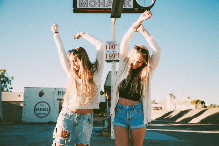 Milkshake soda fountain twins sisters America USA colorful pastel pretty pink blue Greece santorini blue ocean crystal clear cool warm sun sunny summer breakfast food fruit vegan orange juice white architecture vast vacation tropical photo shoot picture bff model dress buildings girl friends Golden Gate Bridge fashion outfit inspiration inspo field flowers sunflowers tomboy jeans boyfriend jeans brandy Melville brandyusa coffee cafe latte date hangout