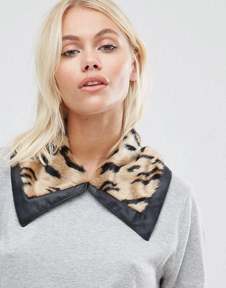 ¡Cómpralo ya!. Cuello de piel sintética de leopardo con ribete de Urbancode. Cuello de Urbancode, Piel sintética, Diseño con estampado de leopardo, Ribete de efecto cuero en contraste, Cierre oculto, 75% modacrílico, 25% poliéster. La compañía de diseño británica Urbancode, aplica las técnicas tradicionales en una edición contemporánea de bolsos y chaquetas de cuero. Los estilos cortos, aviador y motero son actualizados con el sello de habilidad artística y calidad típica de U...