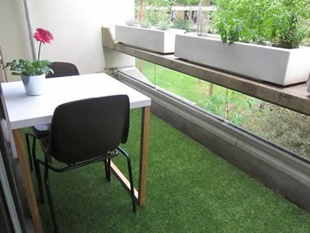 Great Use of Artifical Grass   Covering for a Balcony