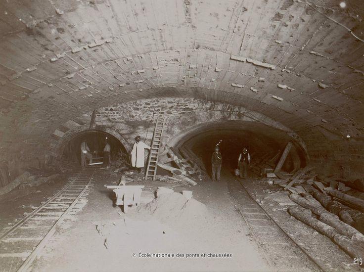 Place de l'Étoile. Raccordement vers la ligne de la Porte Maillot.