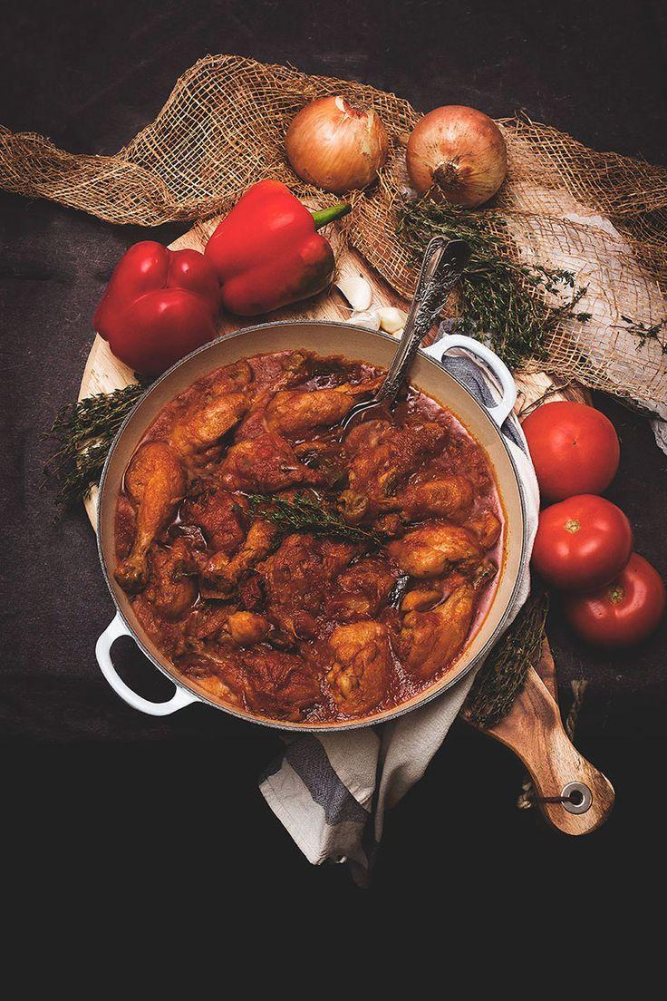 Pollo al chilindrón, pollo, jamoncitos de pollo, tomate, pimientos, cebolla, tomillo, cocina tradicional, Carmen Millan, yerbabuena en la cocina.