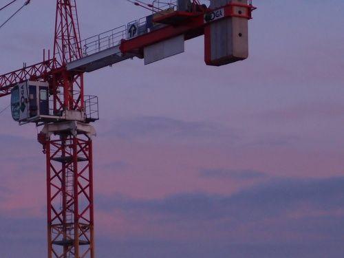 grue rouge au bord du soir  [lundi 10 février 2014 18:08, Clichy la Garenne vers la porte de Clichy] | gilda_f