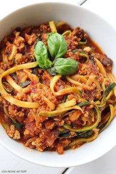 Penne im Topf: Zucchini - Spaghetti mit Räuchertofu Bolognese http://www.penneimtopf.com/2014/11/zucchini-spaghetti-mit-rauchertofu.html