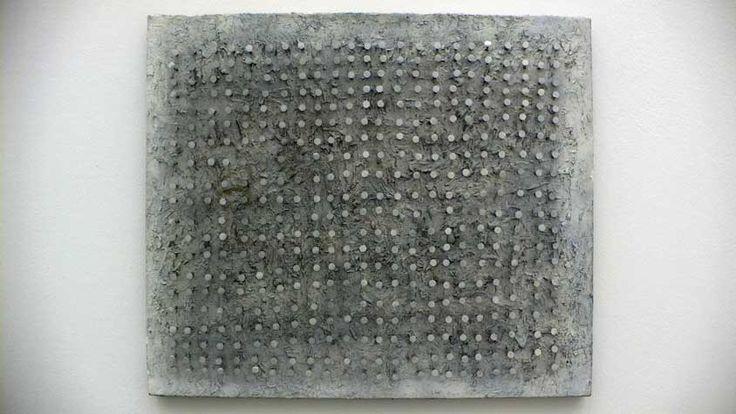 GÜNTHER UECKER - OHNE TITEL, 1957, Nägel, Öl (Fingermalerei) auf Holz, grau, 64 x 75 cm, Sammlung Uecker