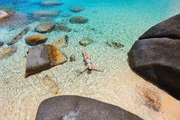 Esta playa cristalina con rocas gigantes es una de las más curiosas y bonitas del Caribe  (Virgin Gorda Islas Vírgenes Británicas)