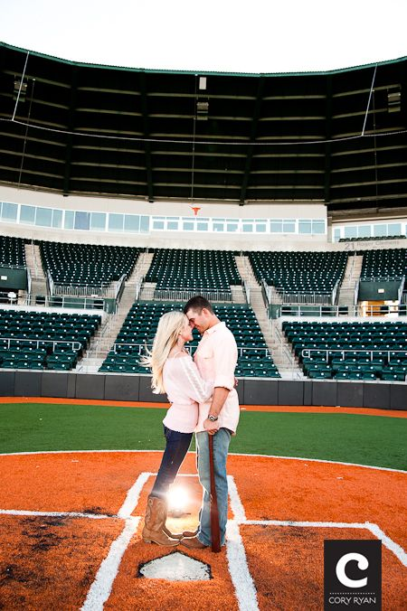 oh my adorable. Would be a cute engagement picture for me and that OSU cowboy football player I'm gunna marry. :)