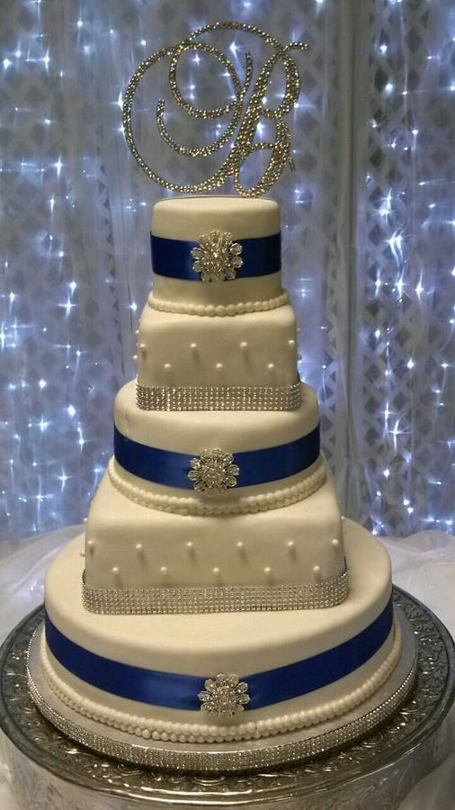 Diamond and blue ribbon wedding cake with out square cakes every