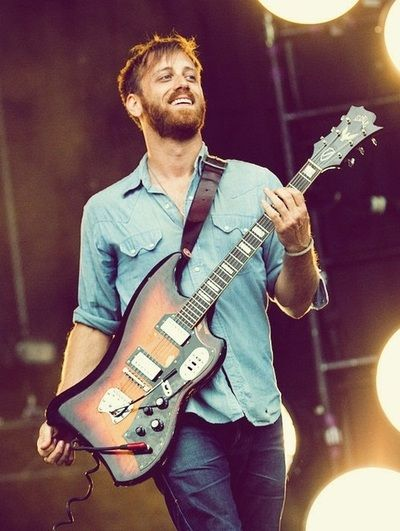 Dan Auerbach of The Black Keys. Je deteste des beards, but he rocks it huh. and a beautiful lyricist . musician is a beyootiful soul. what?