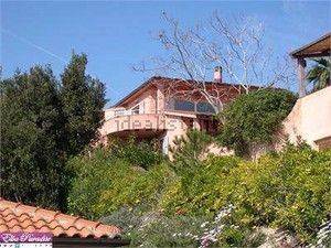 http://www.idealista.it/immobile/5678343/index.htm villa in portofferaio area, a stone's throw from one of the most beautiful beaches of the north coast and not far from all the main services, on 2 levels, overlooking unparalleled on all the gulfs of portoferraio.
