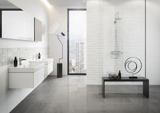 Biała ceramika w łazience z czarnymi elementami