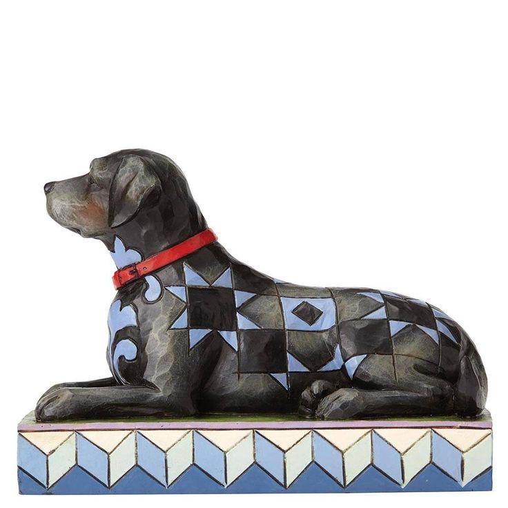 Dit beeldje van een aandoenlijke Zwarte Labrador van Jim Shore, gedecoreerd met Jim's kenmerkende combinatie van patronen, is prachtig gemaakt.