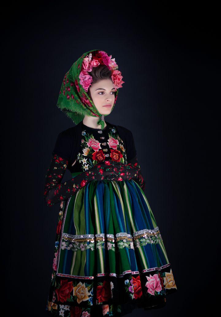 dreimaederlhouse, floral folk.  Find more vintage and folk inspiration on www.folklorique.co.uk.