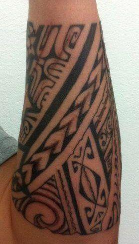 tatouage polyn sien avant bras homme tatoos dessin. Black Bedroom Furniture Sets. Home Design Ideas