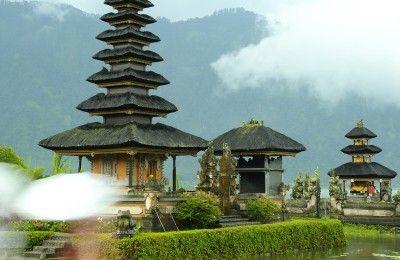 Bedugul tour - Pura_Ulun_Danu_Bratan - BaliWisataTravel.com
