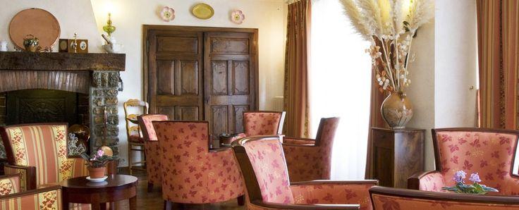 Das Relais du Silence l'Horizon befindet sich im Herzen des Departements Alpes-Maritimes. Dieses charmante Haus liegt in Cabris, in der Nähe von Grasse und bietet Ihnen dank seiner Innenausstattung im traditionellen Stil der Region einen vollkommenen Umgebungswechsel. Das Hotel dient als optimale Ausgangssituation, um die gesamte Region Provence-Alpes-Côte-d'Azur zu erkunden. Genießen Sie den Komfort, den Ihnen die Zimmer des Hotels bieten, und nutzen Sie den Swimmingpool, der Ihnen zur…