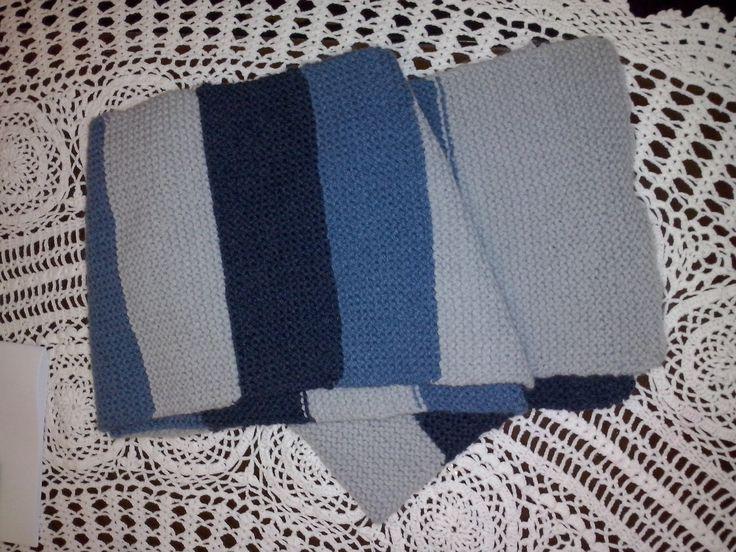 Ένα ριγέ κασκόλ, δημιουργία της Ξ, σε μπλε και γκρι αποχρώσεις σε πλέξη μους.Απλό και όμορφο.Σεμινάριο Πλέξιμο με Βελόνες Α΄Κύκλος