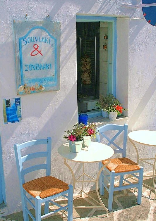 Quick lunch stops when #zimmermanngoesto the Greek Islands